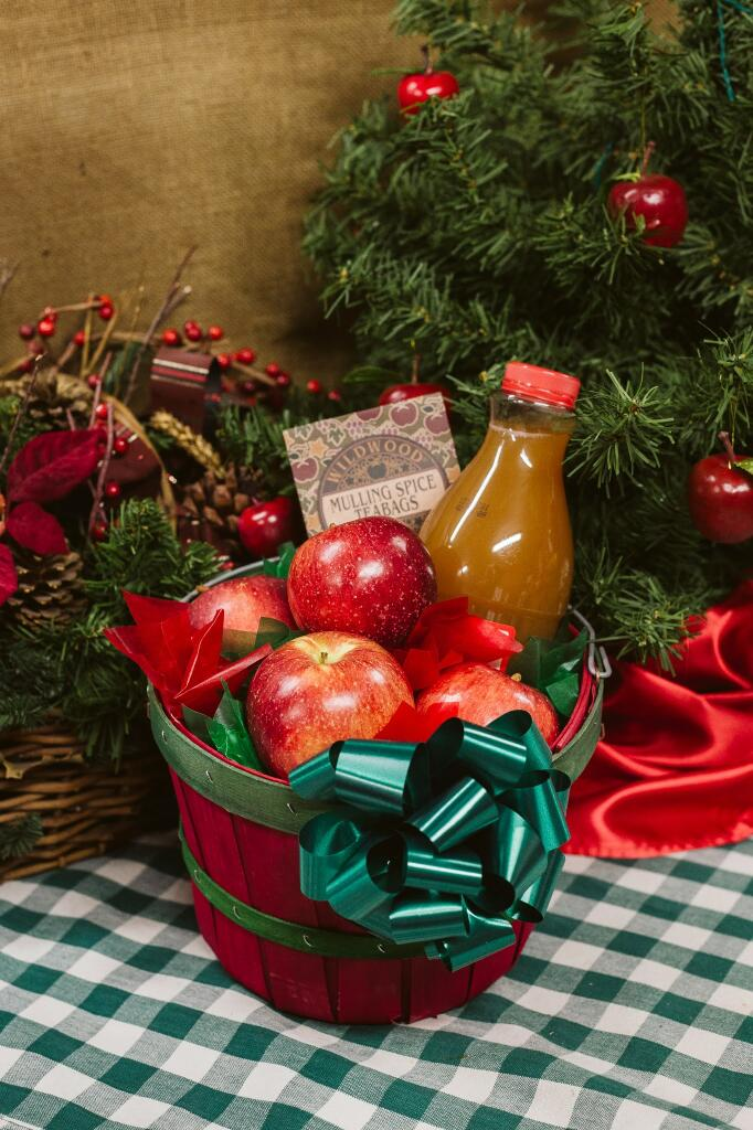 Country Fare Basket | Apples, Apple Cider and Mulling Spcies